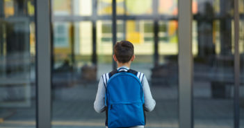 ambiente escolar com controle de acesso de pessoas